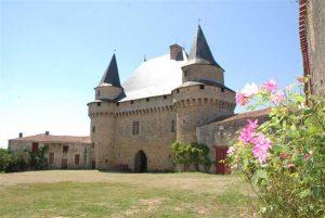 Le château féodal de Sigournais