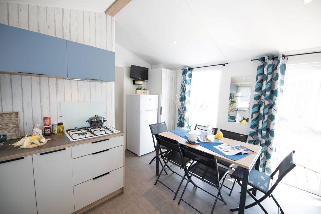 Location mobilhome 3 chambres camping saint gilles croix de vie : salon